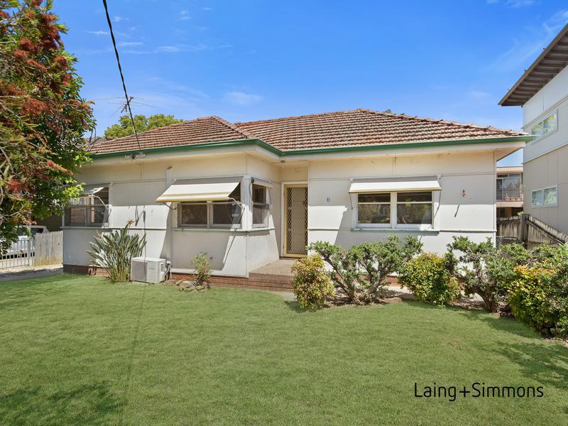8 Hopkins Street, Wentworthville NSW 2145-1