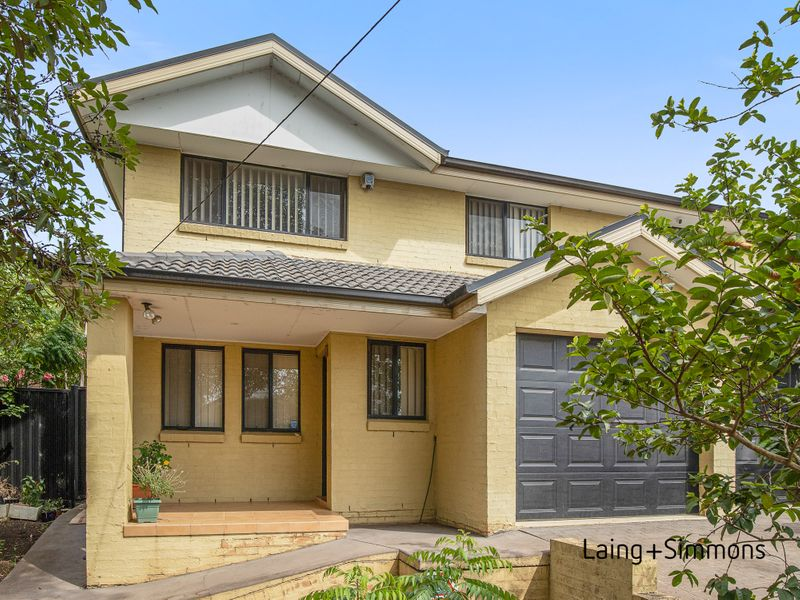 4 Lismore Street, Pendle Hill NSW 2145-1