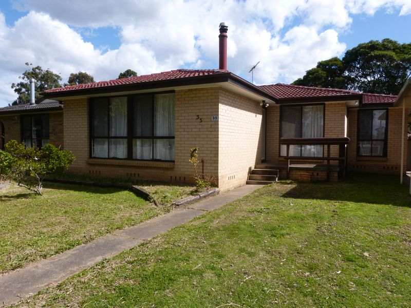 35 Falmouth Road, Quakers Hill NSW 2763-1