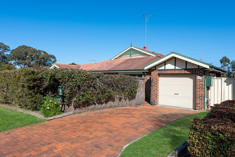 35 Manorhouse Boulevarde, Quakers Hill NSW 2763-1