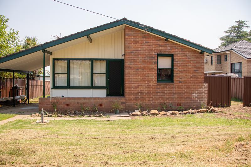43 Richardson Crescent, HEBERSHAM NSW 2770-1