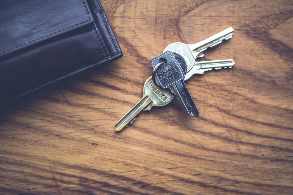 signing your tenancy agreement - a set of keys