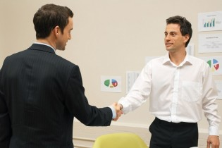 A real estate agent shakes hands