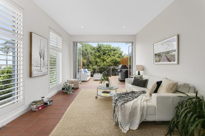 Home staging with paintings, throw rugs and natural light