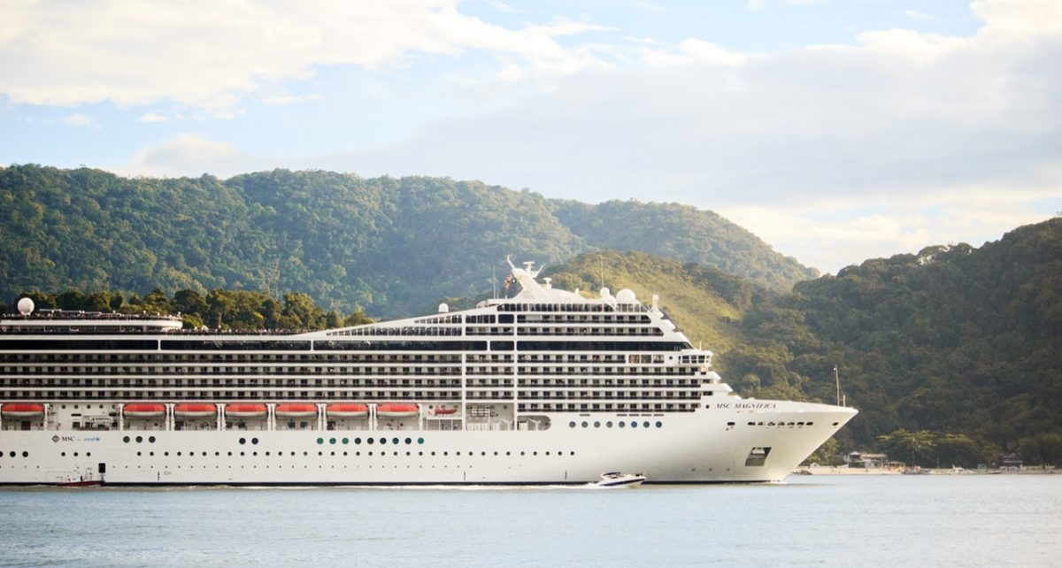 A white cruise liner