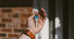 Pros and cons of rentvesting keys