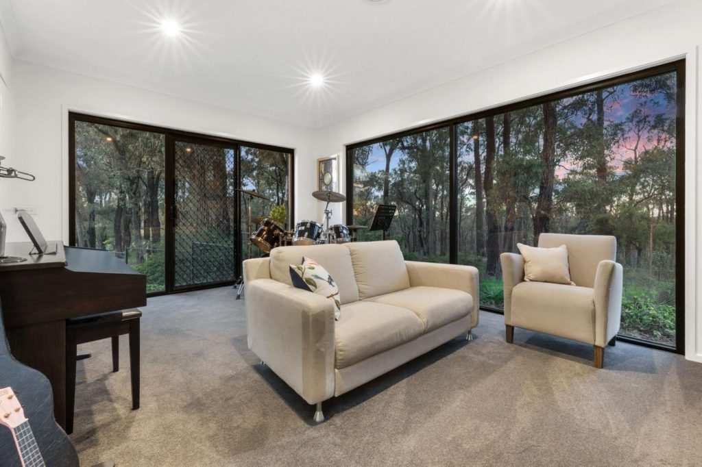 10-golden-glade-strathdale-vic-3550-real-estate-photo-9-xlarge-13259506