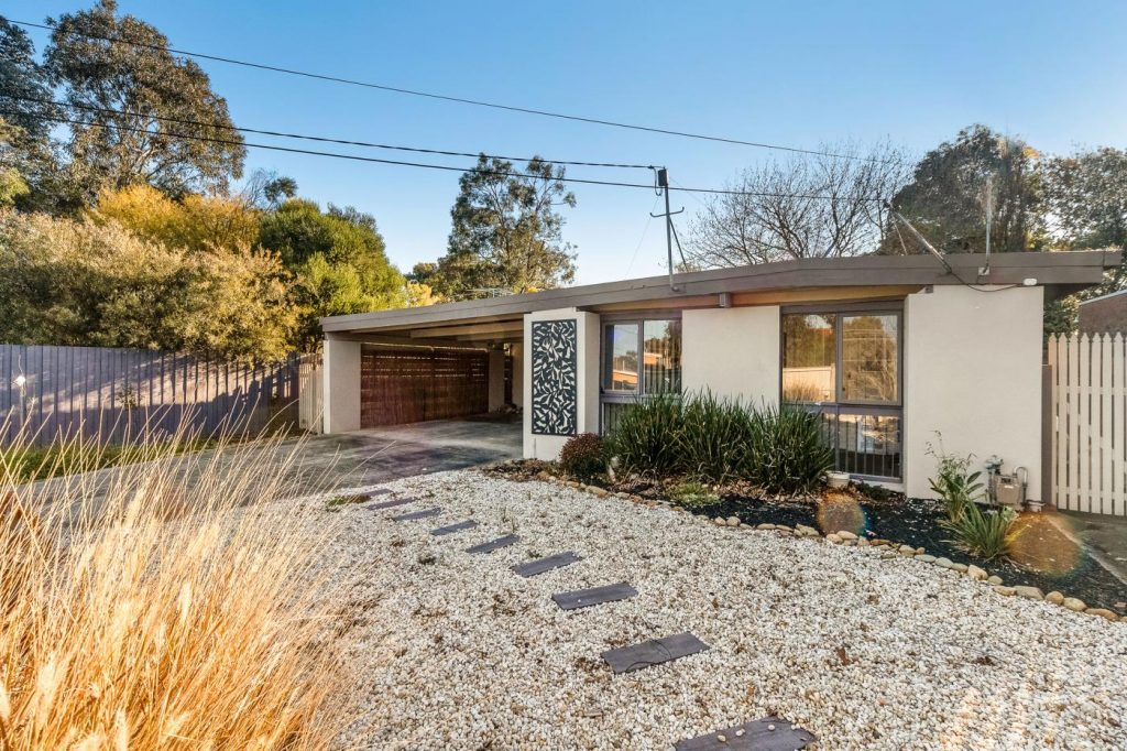19-sussex-crescent-seaford-vic-3198-real-estate-photo-1-xlarge-12782013