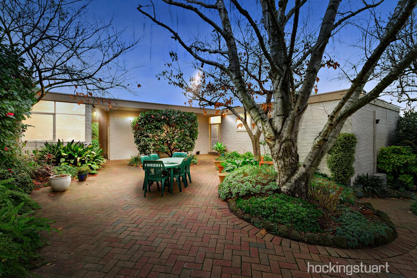 2-annetta-court-wheelers-hill-vic-3150-real-estate-photo-3-xlarge-12643029