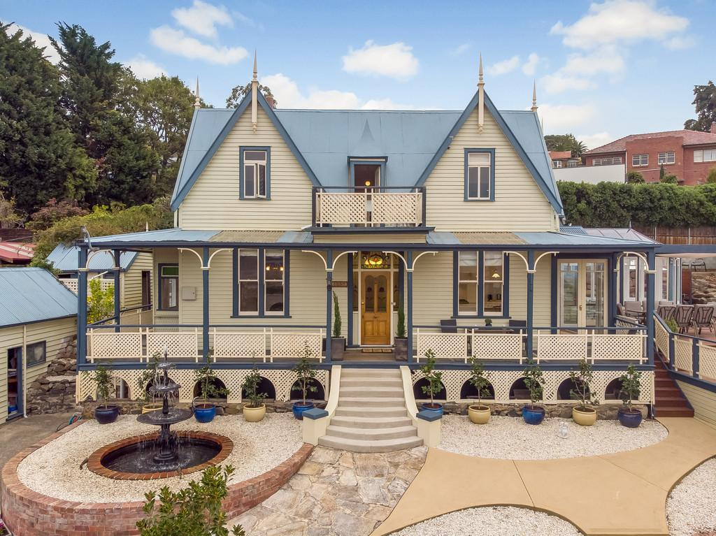 Thanks to its rich history, Hobart comes up with some incredibly idiosyncratic old homes for sale, like this one in Dynnyrne which is currently on the market.