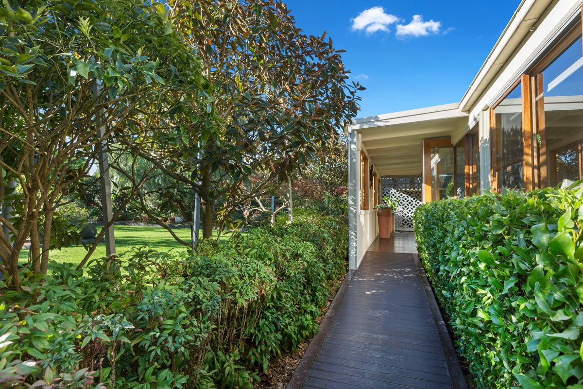 4-lorne-grove-somers-vic-3927-real-estate-photo-1-xlarge-12608547