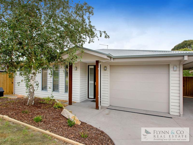 40 Bilbul Avenue in Rosebud is the perfect example of the sort of home attracting both downsizers and families from Melbourne.