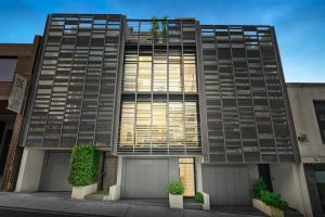 Surround yourself with sophistication – 76 River Street, South Yarra