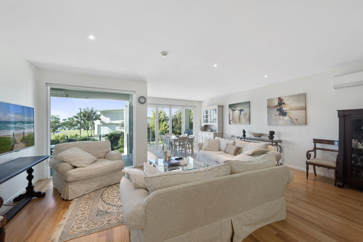 9a-beachfront-close-sapphire-beach-nsw-2450-real-estate-photo-2-xlarge-12727219