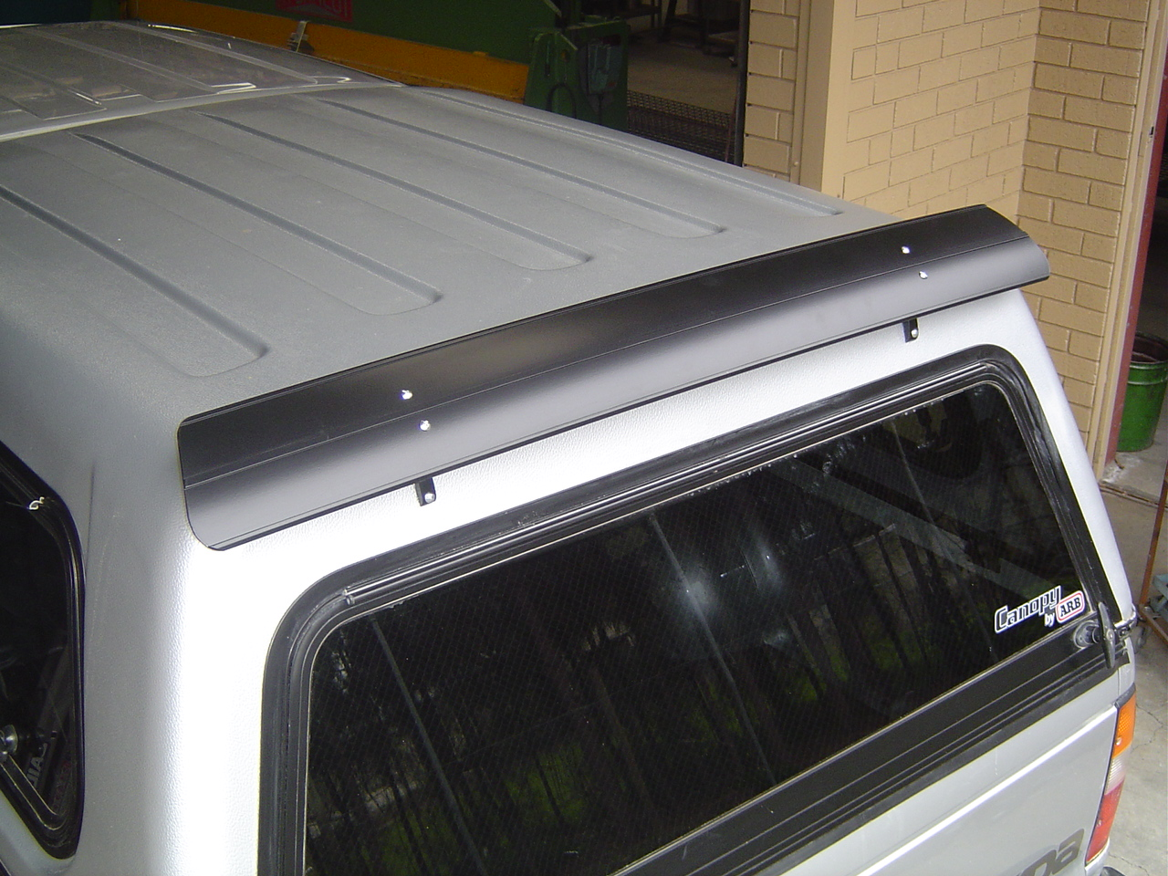 Rear Dust Amp Wind Deflector 1000mm Alloy Universal Roof