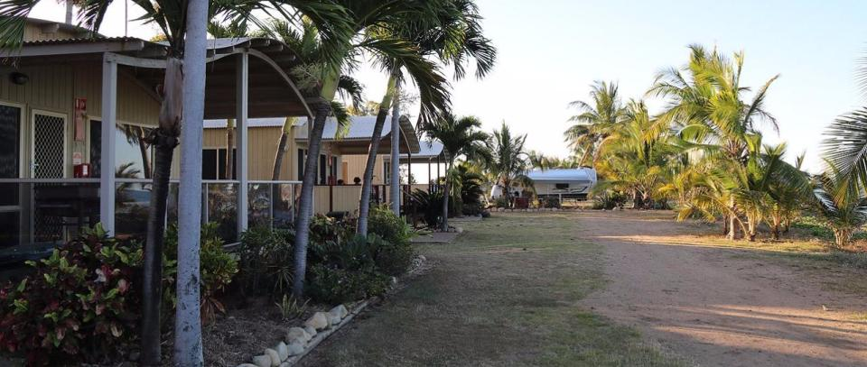 Rollingstone Beach Front Resort - Cabins