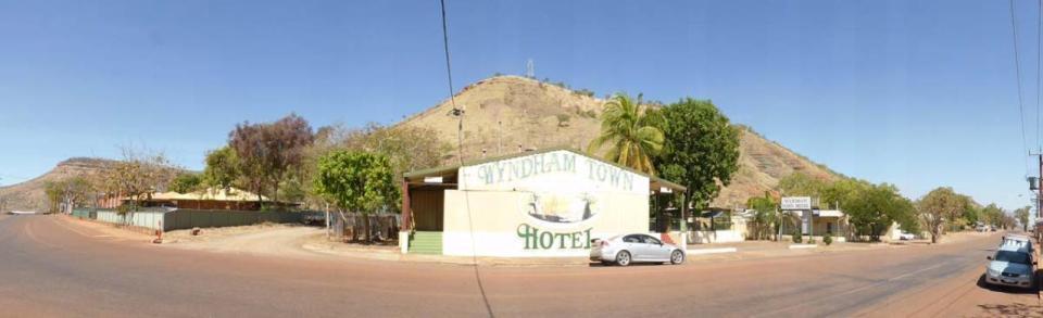 Wyndham Town Hotel