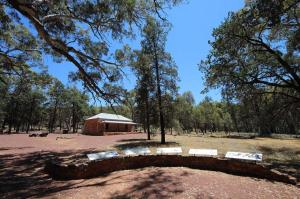 Go to Hills Homestead, Flinders Ranges NP SA