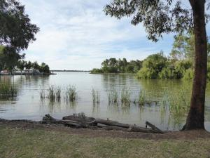 Go to Chinamans Island Walk, Yarrawonga VIC