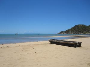 Go to Horseshoe Bay, QLD