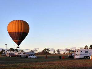 Go to Mareeba Rodeo Ground Camping Area, Mareeba QLD