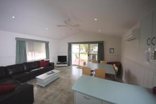 Deluxe 3 bedroom & 2 bathrooms 7 berth