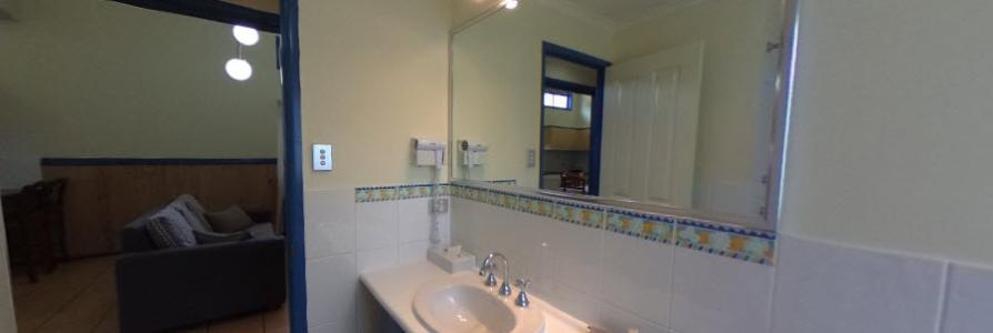 Coconut Condo - Bathroom