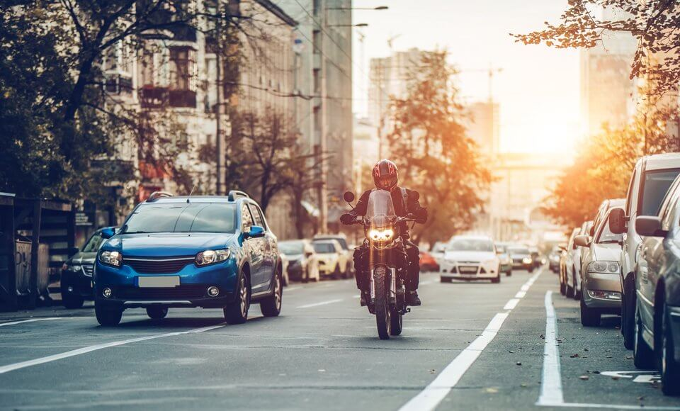 5 REASONS TO DITCH YOUR CAR AND BEAT THE TRAFFIC WITH A MOTORBIKE THIS WINTER