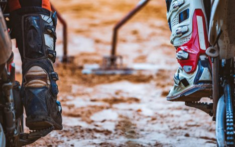 4 THINGS TO CONSIDER WHEN PURCHASING<br> MOTORCYCLE BOOTS