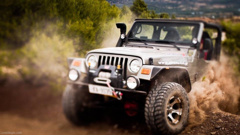 30985-Off-Roading-Jeep