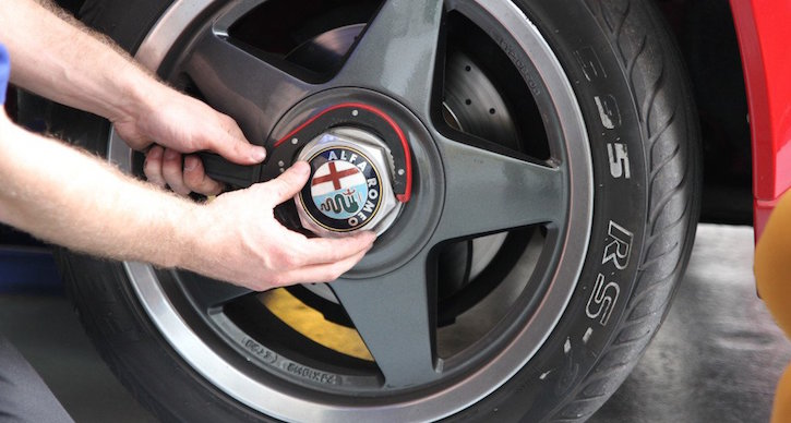 How to change a tyre: Access the wheel 1