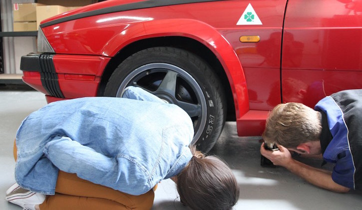 How to change a tyre: lowering the car