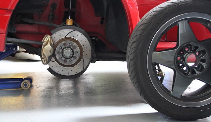 How to change a tyre: remove the wheel 2