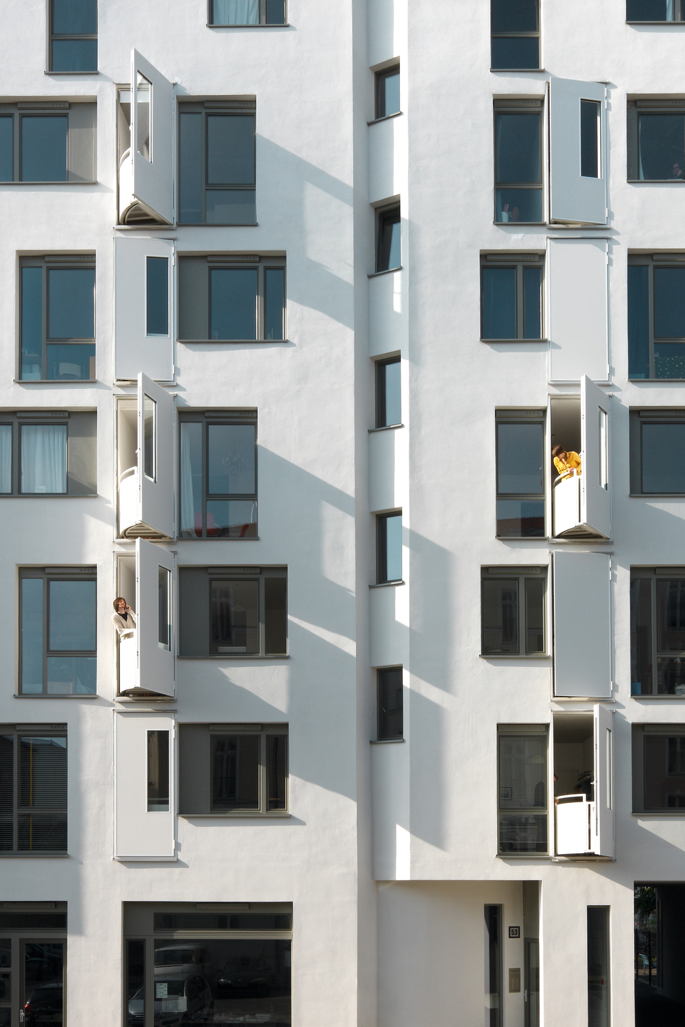 Architect Florian Koehl worked closely with owners to design fold-out balconies at Strelitzer Strasse 53. Andrea Kroth, Author provided