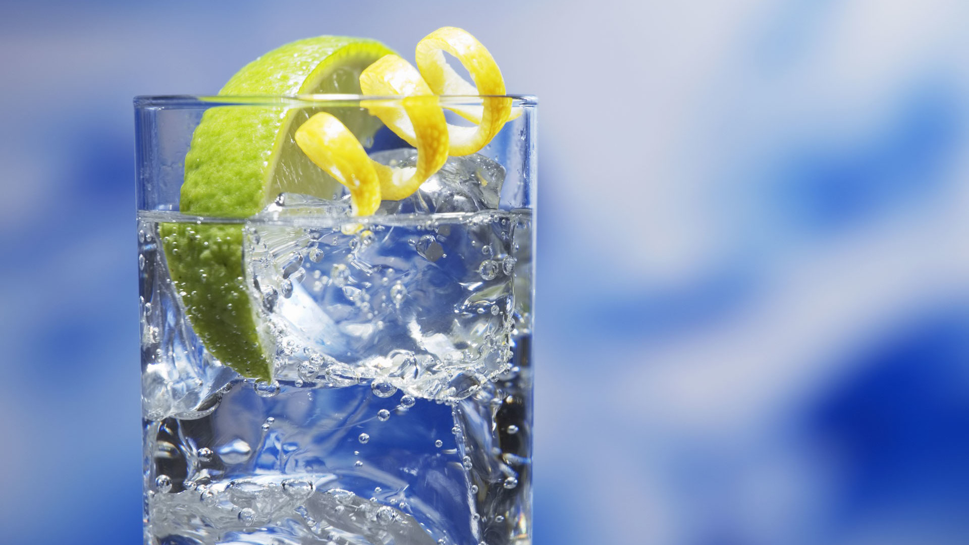 Perfect-drink-in-a-hot-day-of-summer-fresh-water-and-lemon_1920x1080