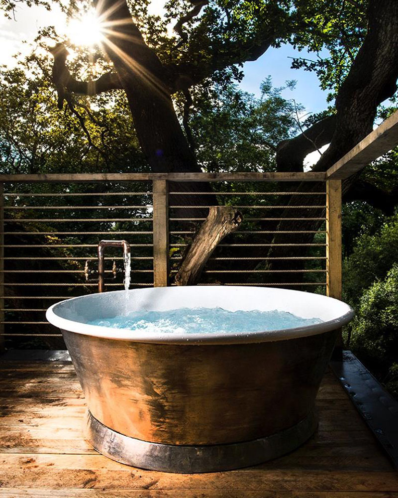 outdoor-bathtub-treehouse-170117-1145-13