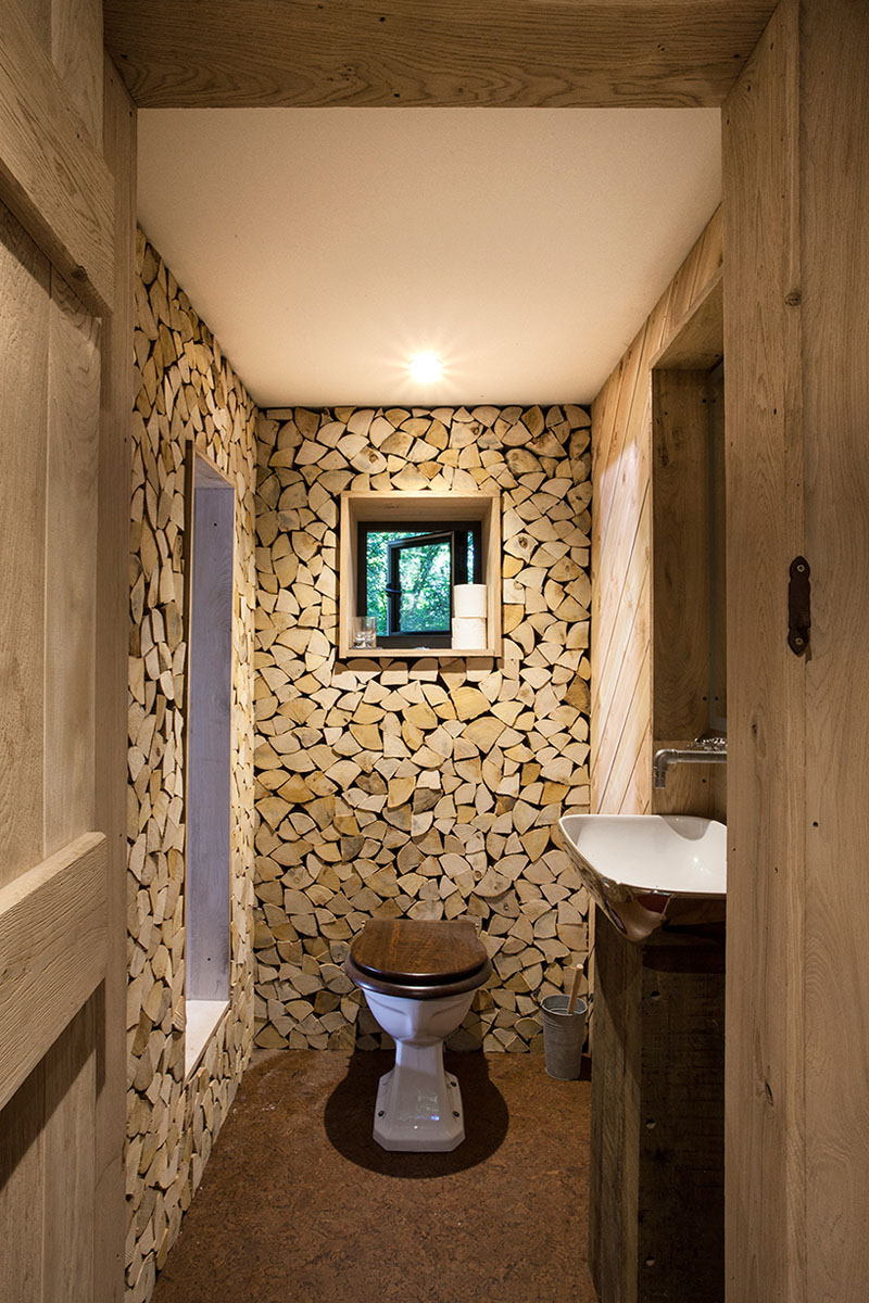 treehouse-toilet-wood-170117-1143-05