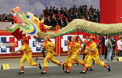 10-things-we-love-about-chinese-culture-dragon-dance.jpg