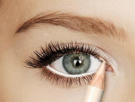 blue eye drops