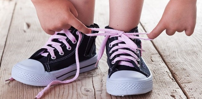 The GENIUS way to teach your kids to tie their shoelaces