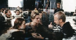 Titanic-Winslet-Di-Caprio-water-xlarge