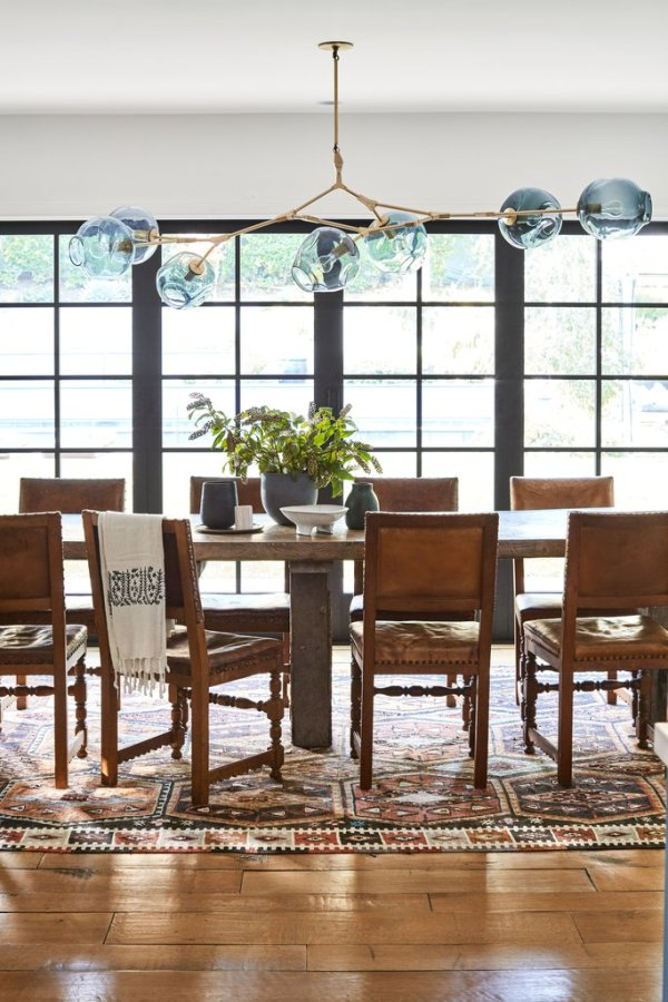 Dining space + another gorgeous rug Image: Better Homes & Gardens / Justin Coit