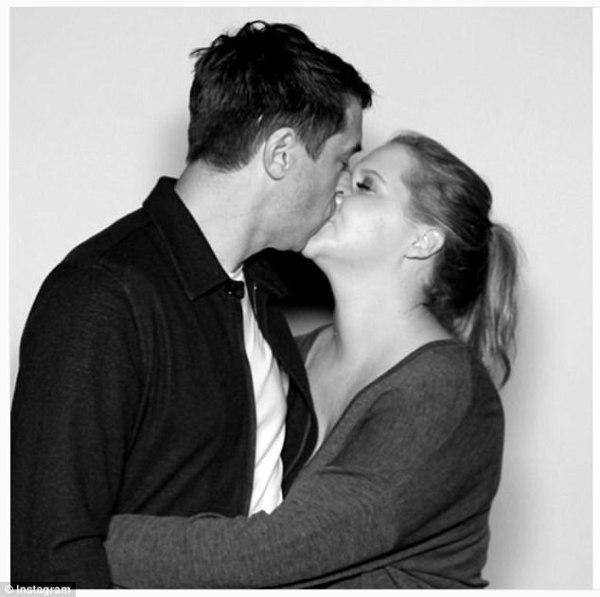 Amy Schumer shares a pash with BF Chris Fischer.