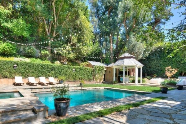 Adele's pool in her Bev Hills pad. Image: Trulia
