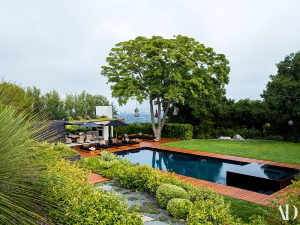 Jennifer Aniston's pool at her Bel Air home. Image: Architectural Digest