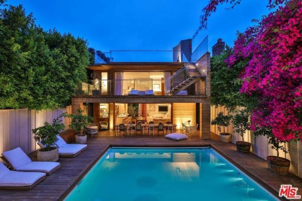 Pamela Anderson's Santa Monica home has this little beauty in the backyard. Image: Trulia
