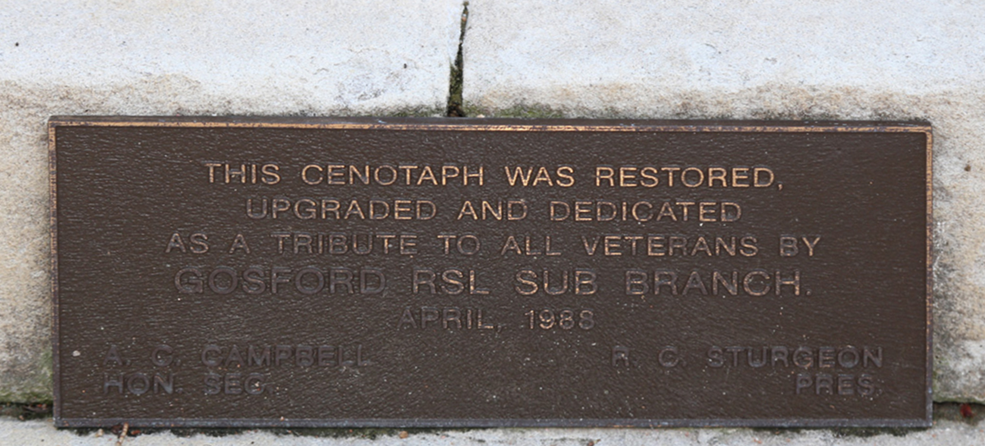Gosford Cenotaph, close-up of crack in stone and wear to plaque