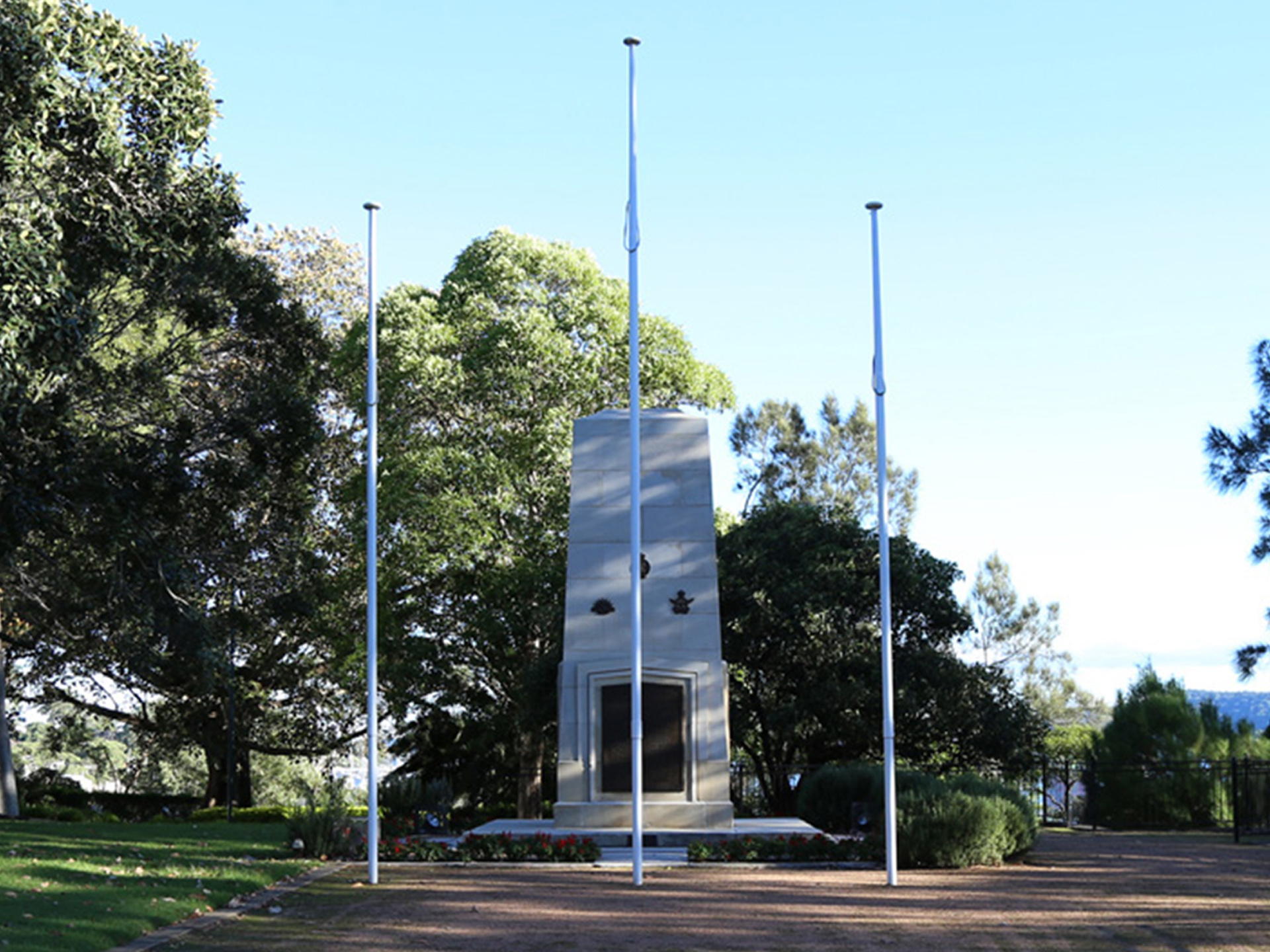 Gosford Cenotaph in its setting