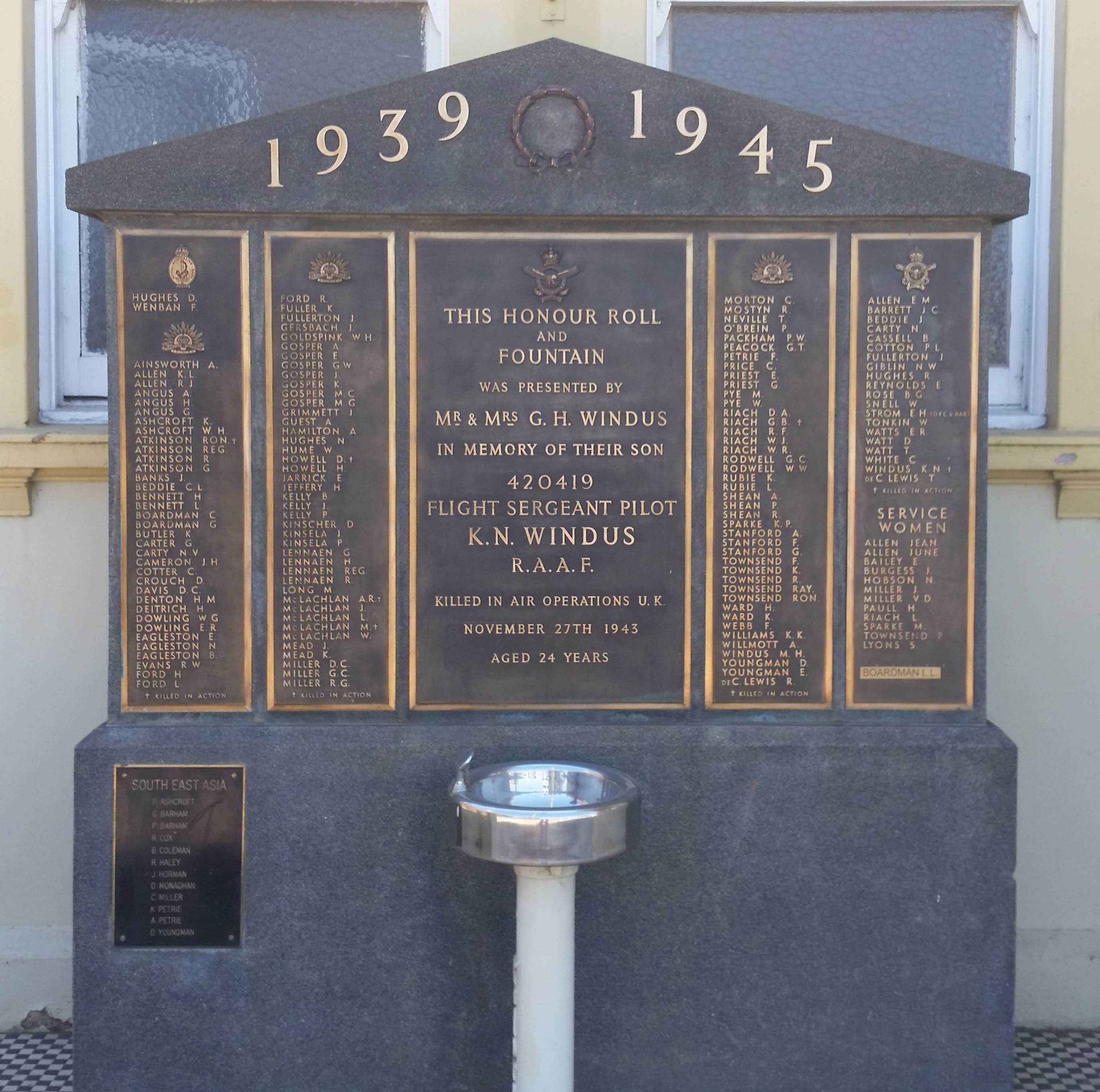 Manildra Honour Roll and Memorial Drinking Fountain