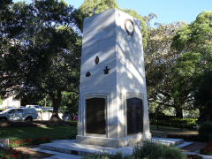 Gosford Cenotaph, side view